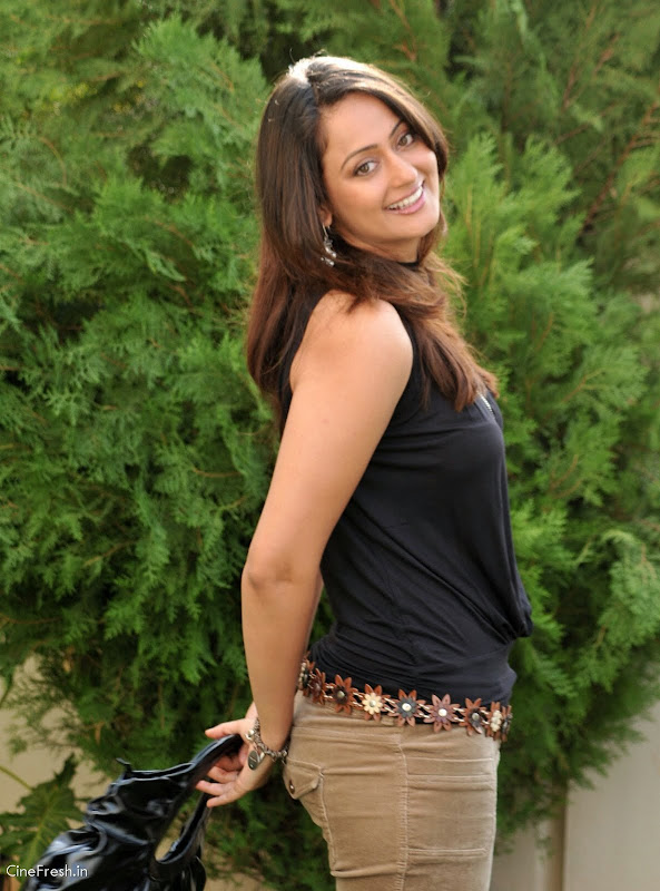 Kaveri Jha Hot Stills Actress Kaveri Jha Cute Photos cleavage