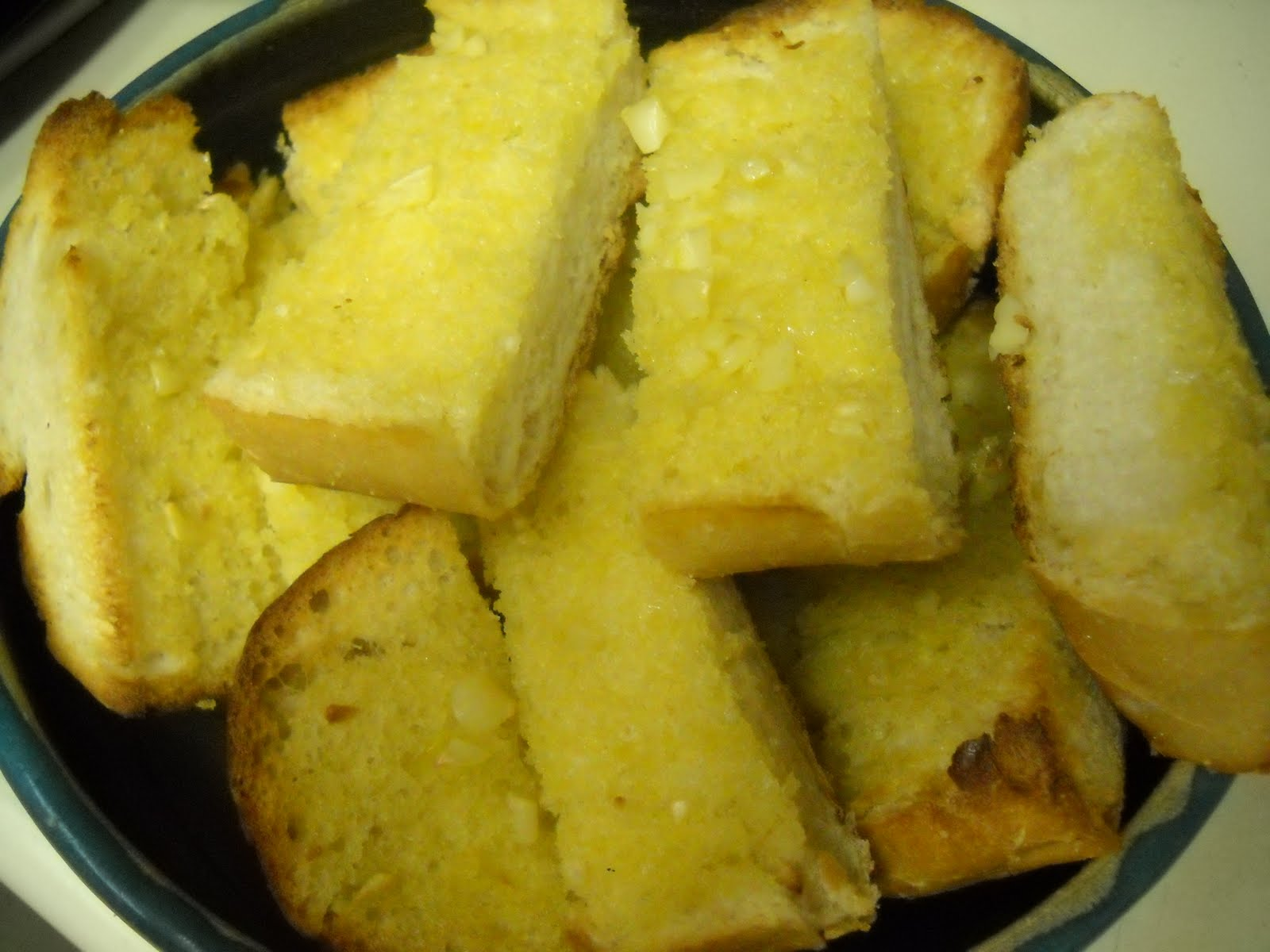 "Simple Garlic Bread in the bowl, free from ""too thin"" ones."