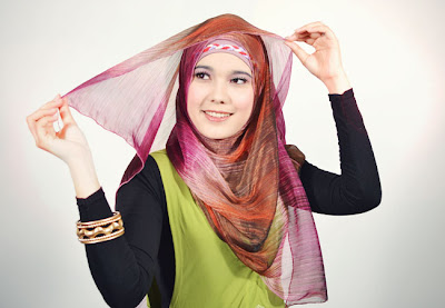 Cara memakai jilbab hijab pashmina chiffon pelangi Style Terbaru Syar'i
