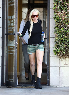Hot Lindsay Lohan's Wear Black Top & Short Skirt Pictures