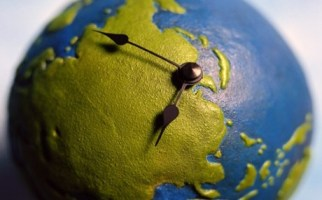 Η ώρα τώρα... σε όλη τη Γη...