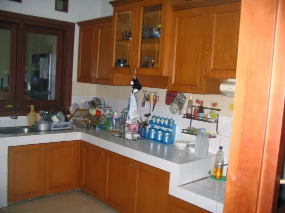 Foto Dapur Minimalis dengan Lemari Kayu