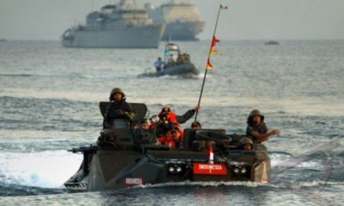Presiden SBY di tank amfibi Marinir