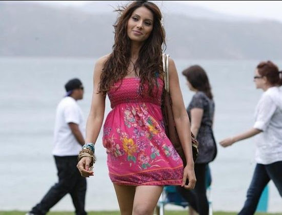 Bipasha Basu Wallpaper for Movie Players