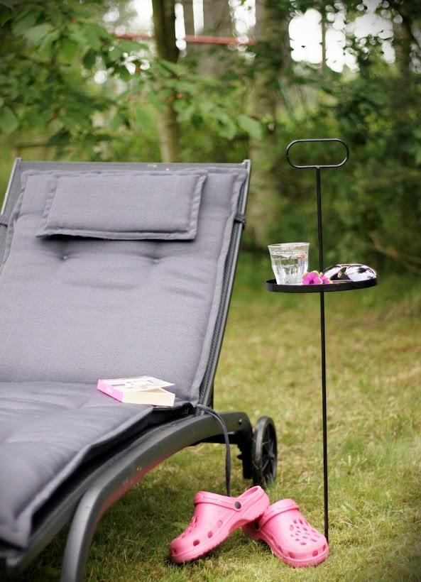 flyttbart bord till gräsmattan
