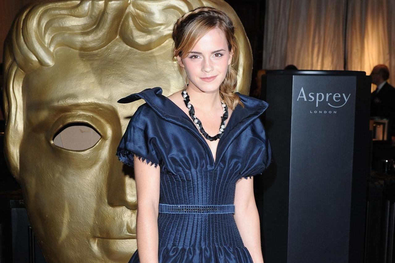 http://3.bp.blogspot.com/-uNO05Jg6Pk8/UB-ilS86XSI/AAAAAAAANVg/ZccstKOiJPE/s1600/Emma+Watson_KD+(59).jpg