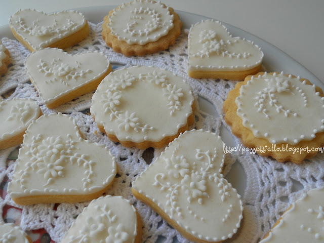 Biscotti decorati in ghiaccia reale