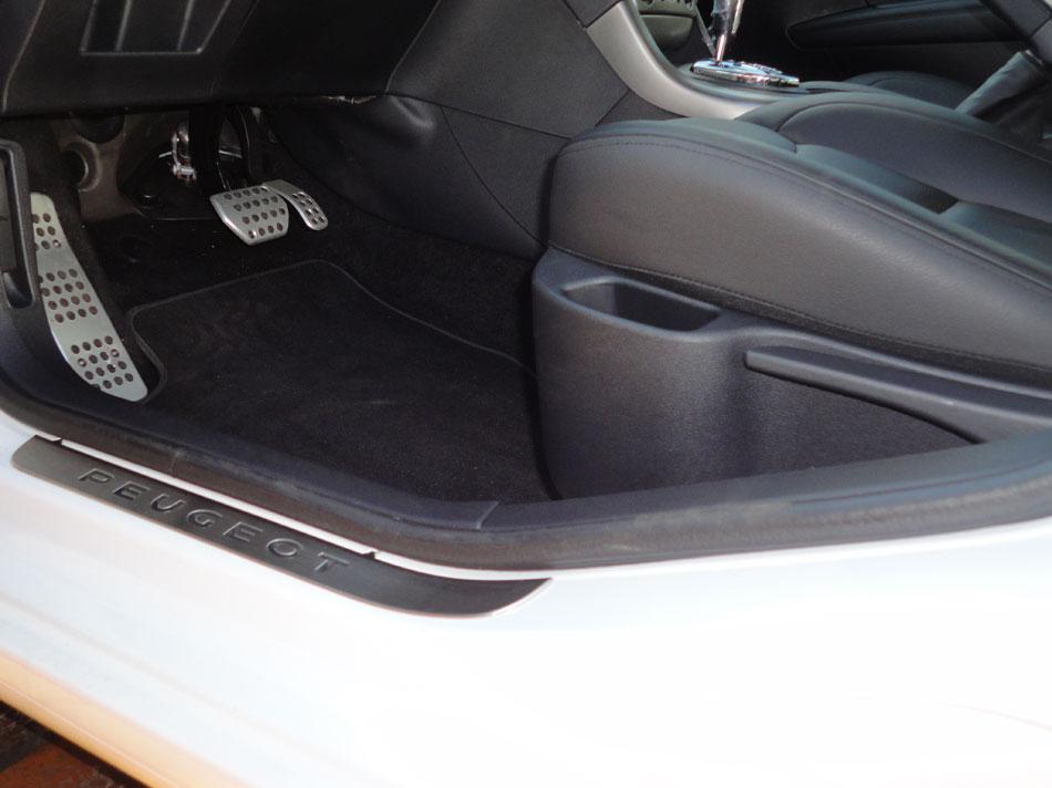 Peugeot 408 interior 2013