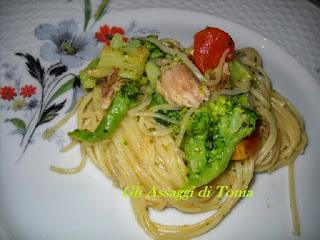 spaghettini con lo sgombro e cimette di broccolo