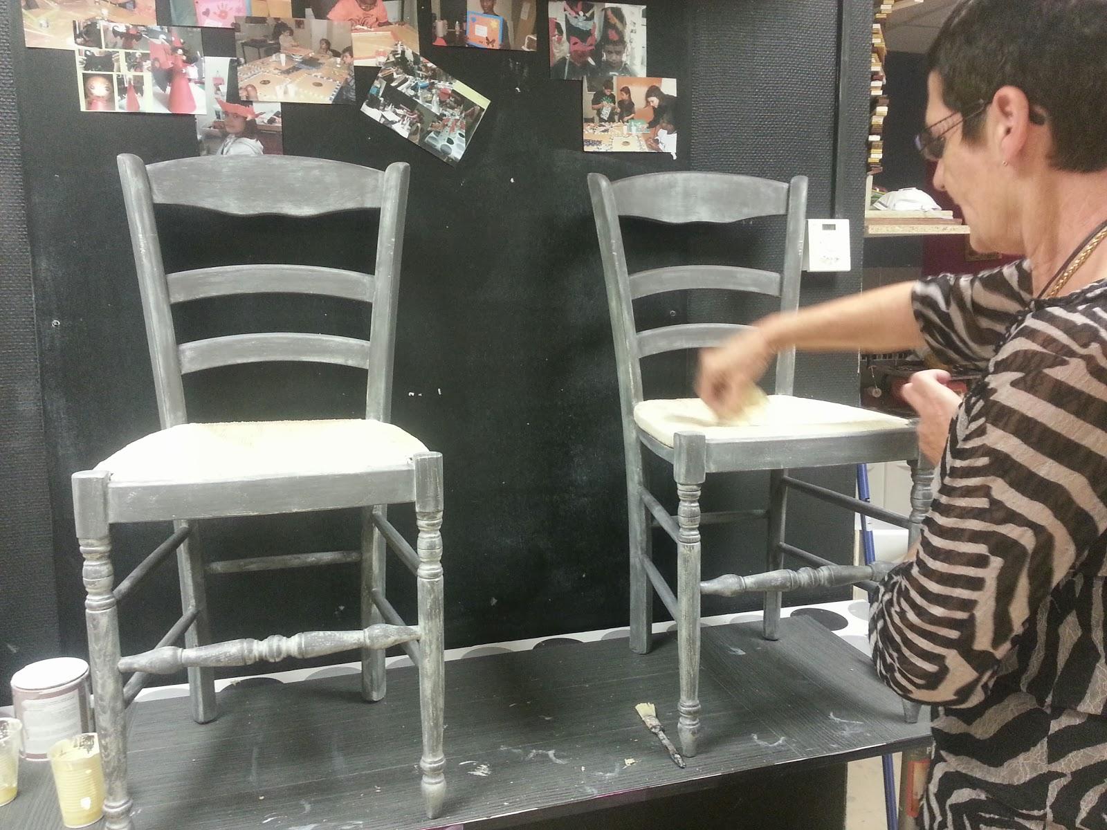 cours de peinture sur meuble repeindre une chaise paill e. Black Bedroom Furniture Sets. Home Design Ideas