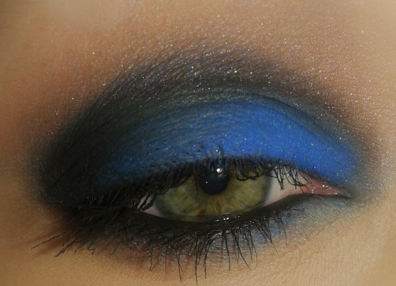 Czarno-niebieski wieczorowy makijaż