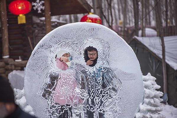 صور متميزة وساحرة من مهرجان الجليد والثلج k313.jpg