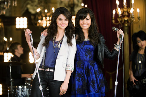 selena gomez and demi lovato one and the same. selena gomez and demi lovato