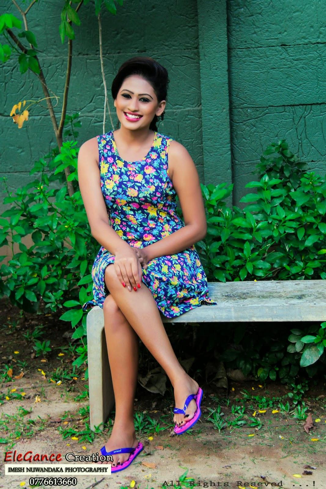 sl actress crossed legs