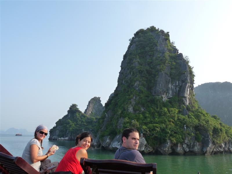 Halong bay,vietnam, vuelta al mundo, round the world, La Aventura de Pablo y Elena