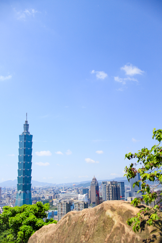Elephant Mountain, Taipei | views of the city skyline from the hike up