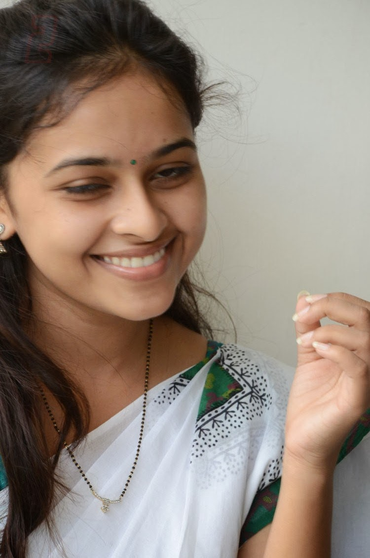 SRI+DIVYA+IN+HALF+SAREE,+SRI+DIVYA+HALF+NUDE+PHOTOS,+SRI ...