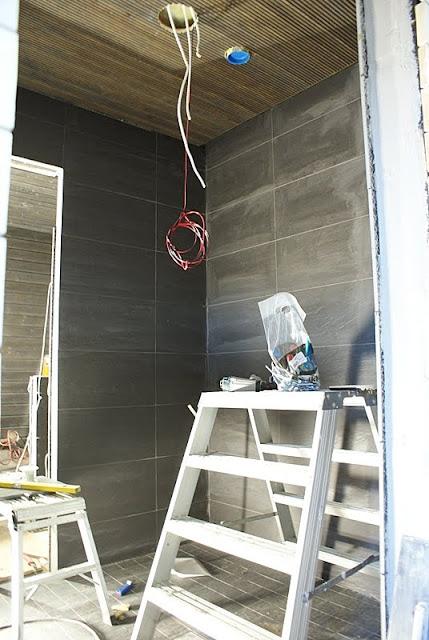 musta kylpyhuone, musta sauna, saunatupa, saunarakennus, mökkisauna, sormipaneeli