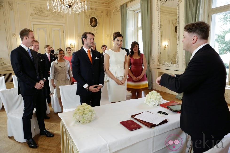 Novias capuleto boda civil el atuendo for Atuendo para boda en jardin