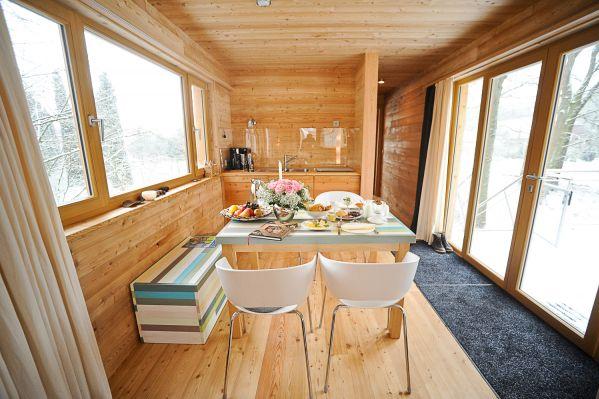 die wohngalerie baumgefl ster herrliches baumhaus in. Black Bedroom Furniture Sets. Home Design Ideas