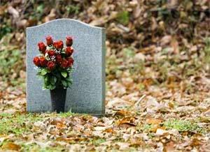 http://www.dunia-inject.com/2014/05/17-tahun-hidup-dalam-kuburan.html