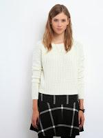 Pulover tricotat, de culoare crem, cu decolteu la baza gatului (Top Secret)