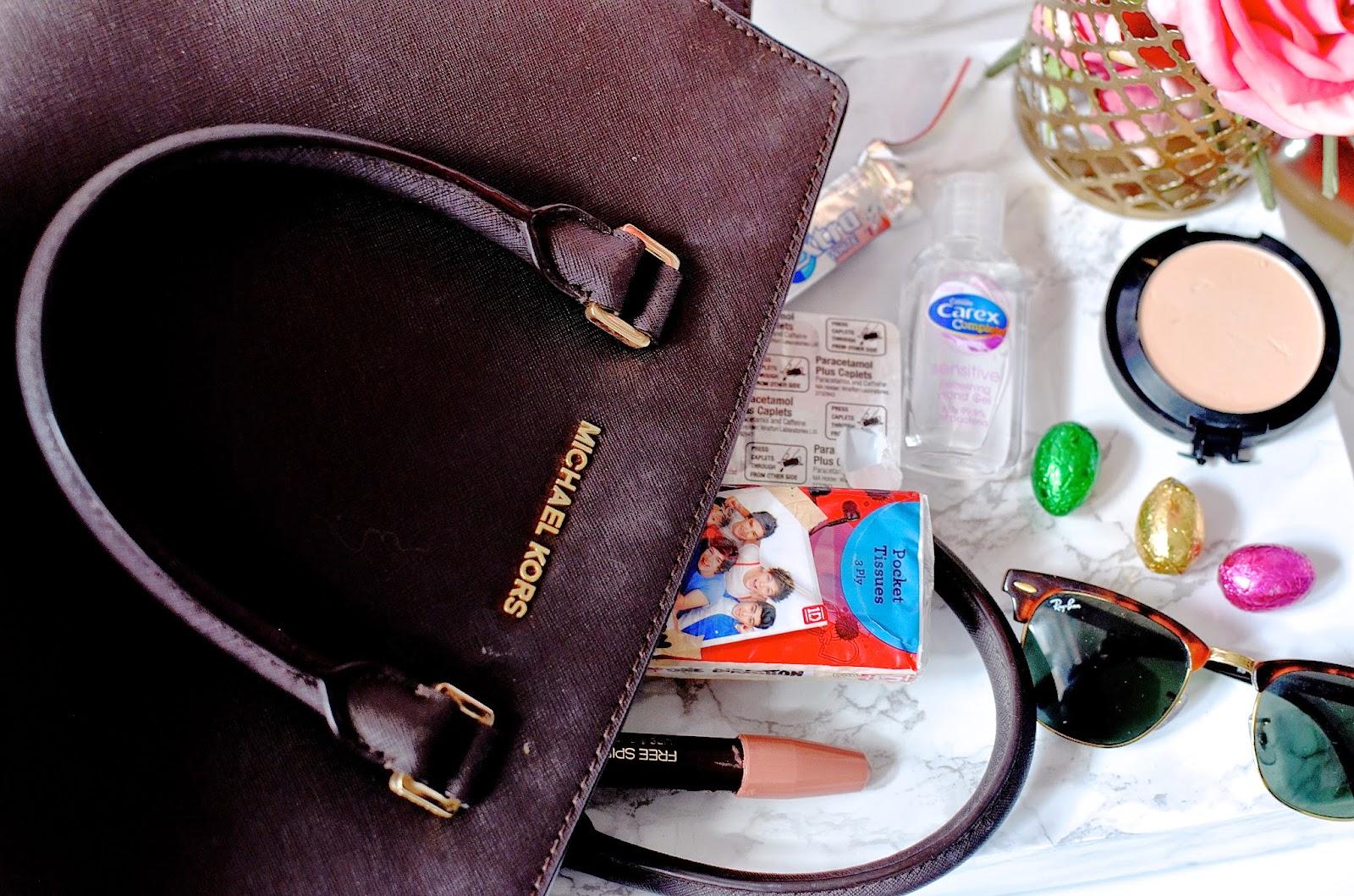 micheal kors, micheal kors selma bag, whats in my handbag, handbag essentials, handbag