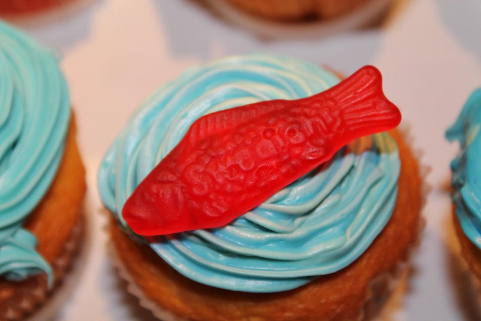 THE VOGUE APPRENTICE Swedish Fish Cupcakes