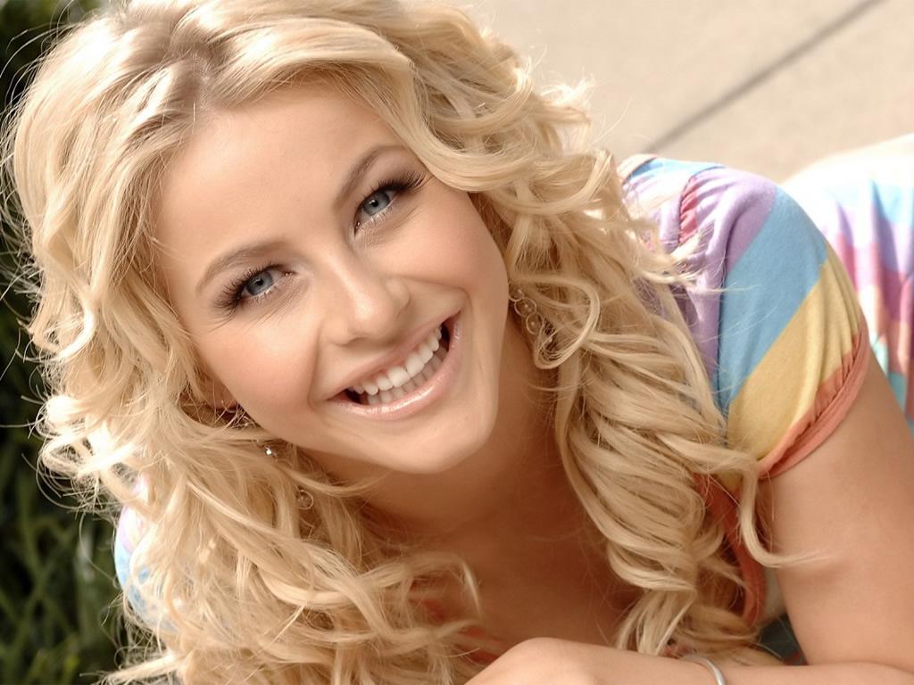 cheveux blonds boucles