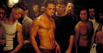 Escena de la película 'El club de la lucha' ('Fight Club'), dirigida por David Fincher y protagonizada por Edward Norton, Brad Pitt y Helena Bonham Carter. Revista Making Of. Películas de cine