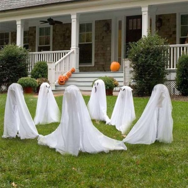 Spooky halloween front yard decorations for Front yard decorating ideas