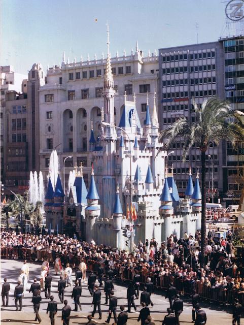 Falla-Manolo Martin - Plaza del Ayuntamiento 1985