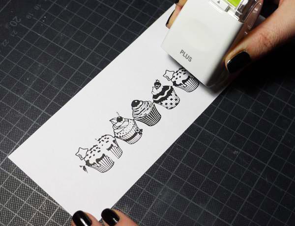 Anleitung | PLUS Deco Roller Stamp Cupcakes | www.danipeuss.de