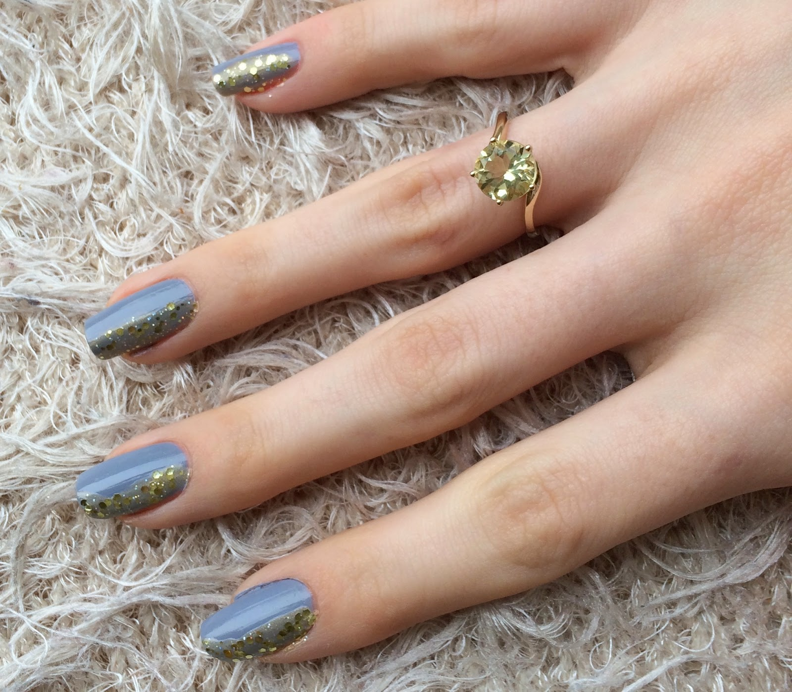 grey-glitter-nails-with-yellow-ring