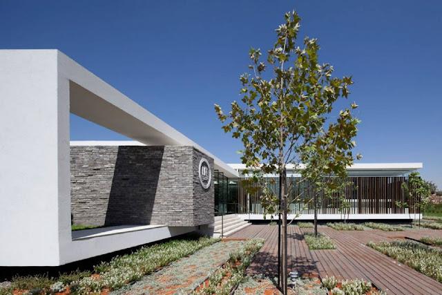 04Gindi-Holdings-Sales-Center-by-Pitsou-Kedem-Architects