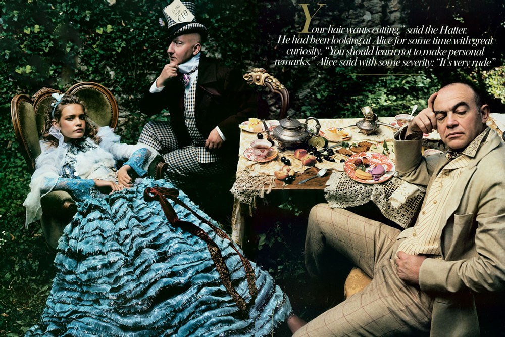 Natalia Vodianova in Alice in Wonderland editorial | Vogue US December 2003 (photography: Annie Leibovitz, styling: Grace Coddington)
