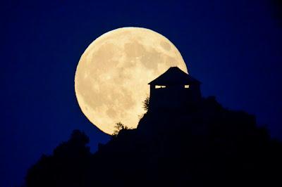 szuperhold, égi jelenség, csillagászat, holdfogyatkozás,