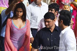 Deepika and Ranbir spotted at 'Yeh Jawani Hai Dewaani' movie shooting