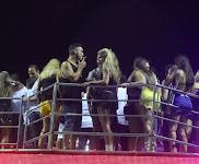 Com loira, André Marques é visto fumando no Carnaval de Salvador