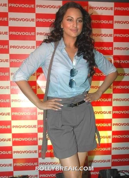 Sonakshi sinha is all casual yet chic in this ensemble  - Boolywood babes Know how to dress! & they are HOT !!!