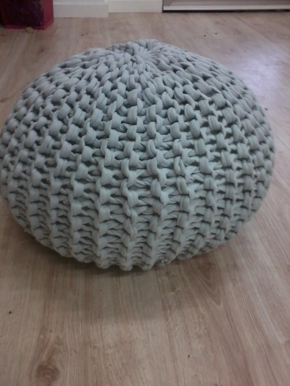 Crea tu mundo lanas ovillos y otros lios puff de trapillo - Como hacer un puff de trapillo ...