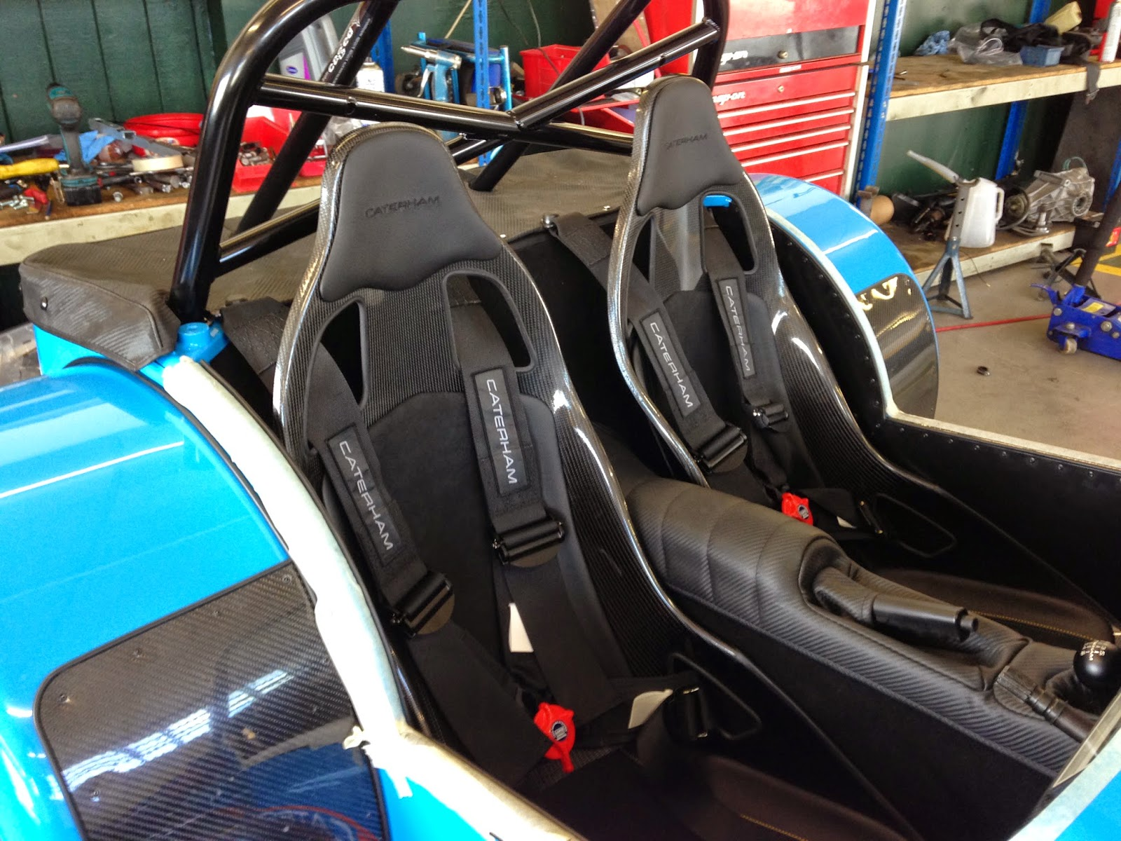 620R seats finally fitted to my Caterham R500