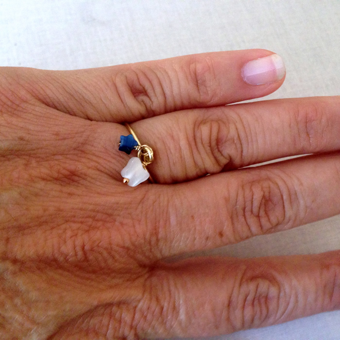 Great instructions, DIY for stacking ring with wire and beads.  Easy, free jewelry making tutes