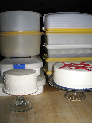 Retro Gran | preparing cakes for transport