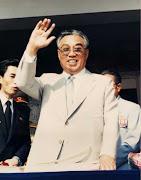 Al morir el abuelo, dejo en el poder al padre: Kim JongIl (kim il sung sol)