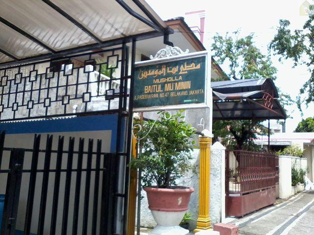 Papan nama Musholla Baitul Mu'minin ini terletak di Jalan Paseban Raya