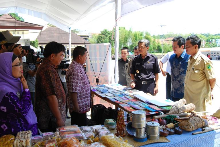 Wakil Bupati Kuningan H. Momon Rochmana Buka Pekan Budaya, Seni dan Film 2011