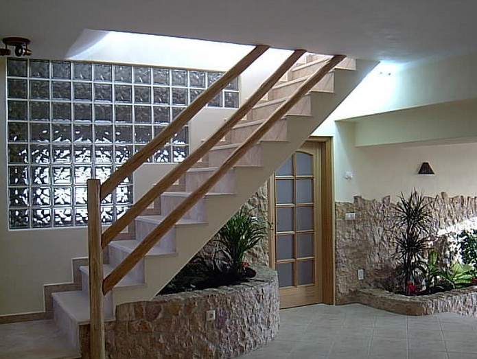 tijolo de vidro na escada