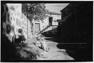 O significado de uma fotografia, como o de qualquer outra entidade, está inevitavelmente ligado a uma definição cultural, um «discurso fotográfico»