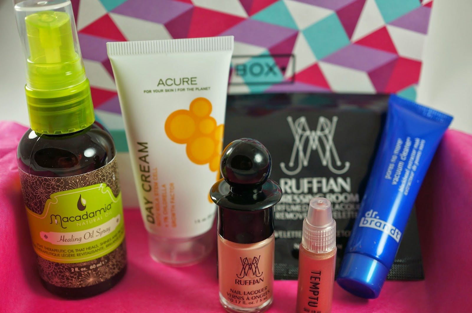 September 2014 Birchbox Unboxing Macadamia Treatment Healing Oil Spray Acure Organics Day Cream gotu kola stem cells CGF chlorella growth factor brandt vacuum cleaner temptu highlighter champagne shimmer ruffian nail lacquer naked dressing room